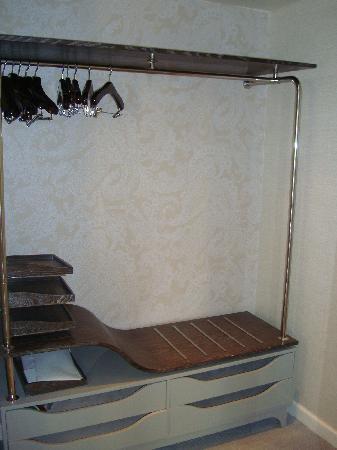 เดอะลอนดอนNYC: Closet area