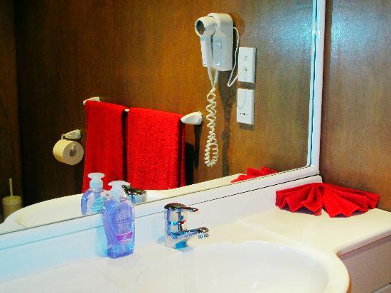 Muri Beach Hideaway: Bathroom