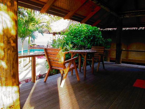 Muri Beach Hideaway: Patio