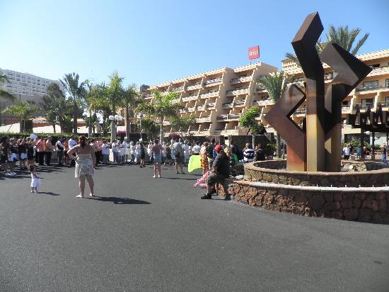 Hotel Riu Buena Vista: Entrada Clubhotel Riu Buenavista (simulacro de evacuación por incendio)