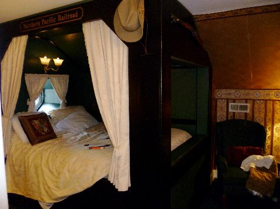 A Williamsburg White House Bed and Breakfast: Bed. Sooo nice!