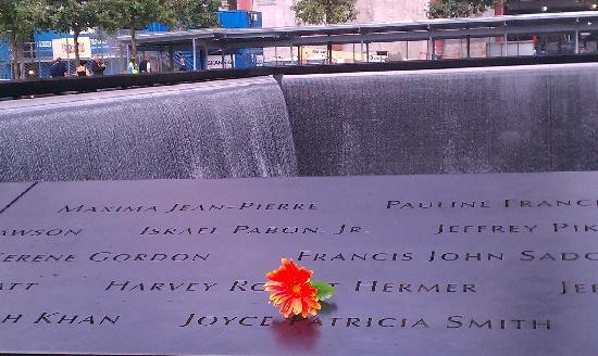 อนุสรณ์ 9/11: South Tower Fountain