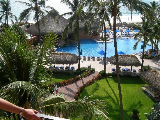 Torres Mazatlan Resort: Pool from our patio