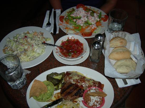 Torres Mazatlan Resort: Dinner at La Palapa