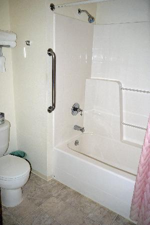 Lighthouse Inn: Bathroom