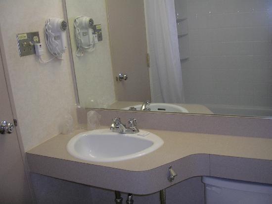 Nav Centre: very clean bathroom