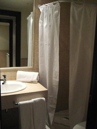 Precise Resort El Rompido - The Apartments: baño pequeño