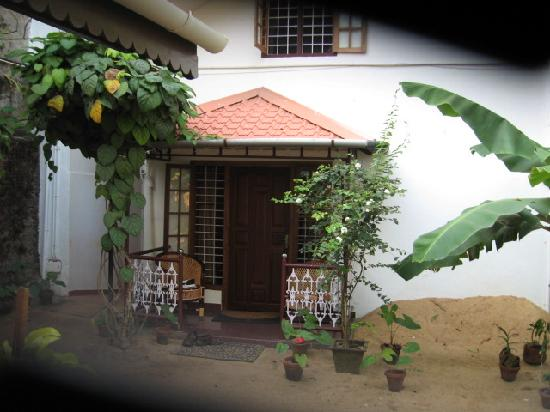 Walton's Home Stay: Entrance to our room