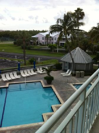 Hutchinson Island Marriott Beach Resort & Marina: View of pool from balcony