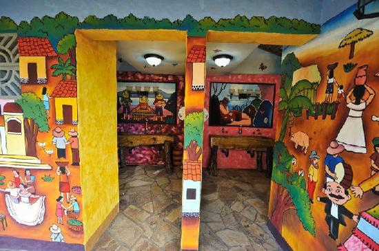 Hacienda Puerta Del Cielo Eco Spa: Beautiful murals everywhere