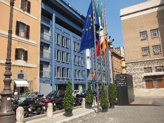 โรงแรมโรมา: IQ Hotel