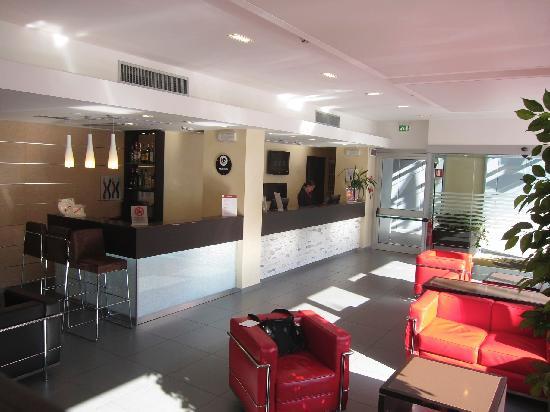 โรงแรมโรมา: IQ Hotel Lobby