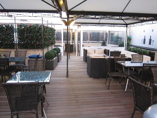 โรงแรมโรมา: IQ Hotel Rooftop Deck