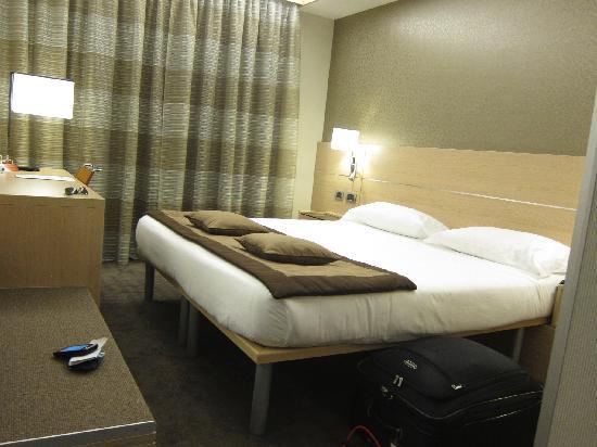 โรงแรมโรมา: IQ Hotel - Room 411 Interior Standard Room