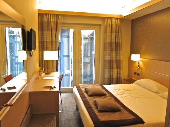 โรงแรมโรมา: IQ Hotel - Room 411