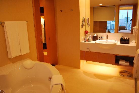 ศิวาเทล กรุงเทพ: bathroom