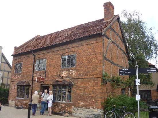 Shakespeare's Birthplace: the house of william shakespeare