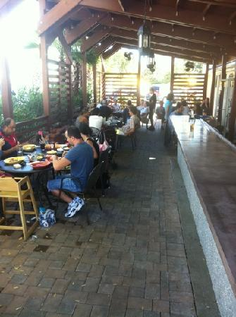 Tabbuli Grill - Mediterranean & American: friendly atmosphere