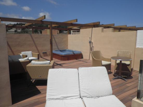 Viva Cala Mesquida Resort & Spa: Terraza con jacuzzi en suite