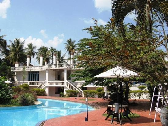 Amblee Holiday Resort: The pool
