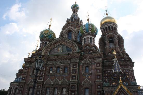 โบสถ์แห่งหยดพระโลหิตพระผู้ไถ่: stunning exterior