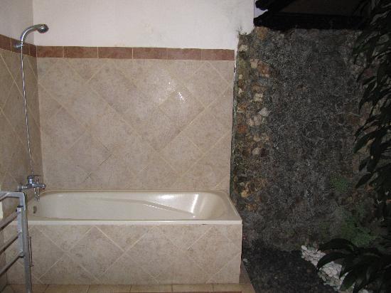โรงแรมไอดา: open bathroom2