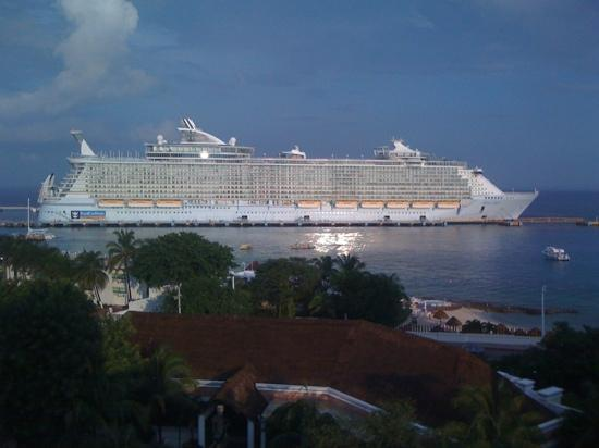 Grand Park Royal Cozumel: 'Cruise Ship'