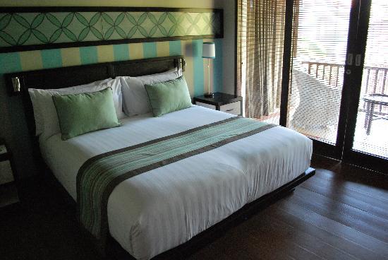 Cinta Inn: bedroom with balcony