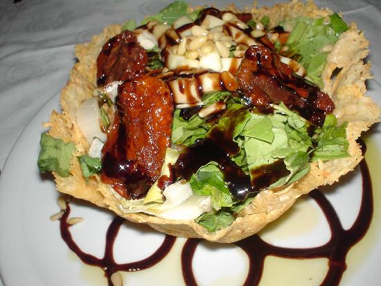 Kassandra Bay Resort & Spa: Salad at restaurant beside hotel - veggie heaven!