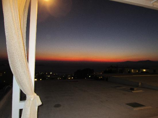 Damianos Hotel: sunset from patio
