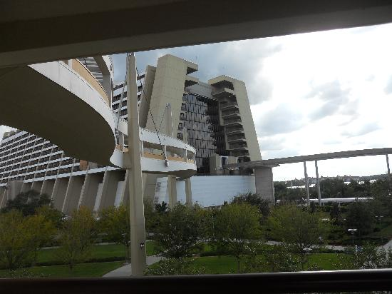 Bay Lake Tower at Disney's Contemporary Resort: Walkway from Bay Lake to Contemp