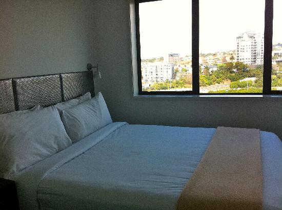 Waldorf St. Martins Apartment Hotel: Bedroom 2 - view of Auckland Domain