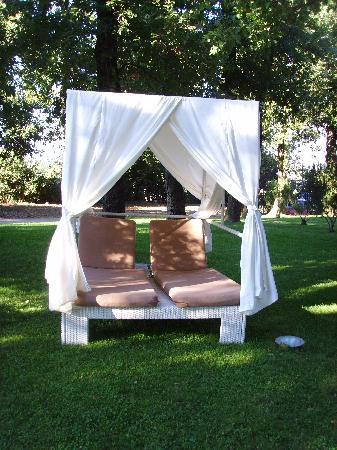 Tui Sensimar Grand Hotel Nastro Azzurro: Loungers in gardens