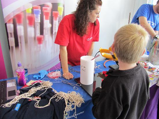 Jodrell Bank Discovery Centre: chemistry show