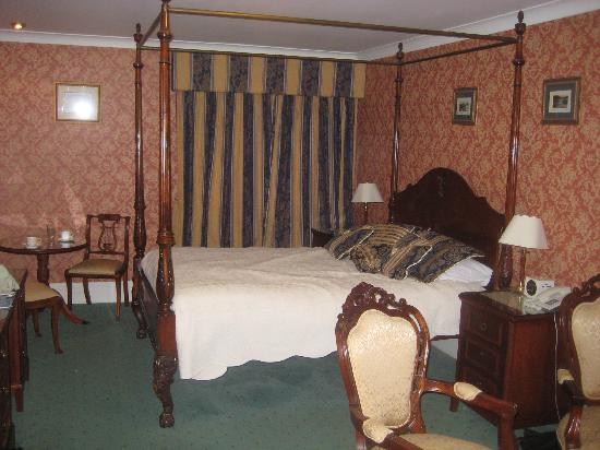 The Lodge: Holly Room