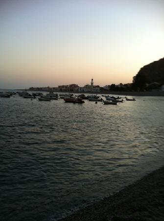 Hotel Embarcadero de Calahonda: View of the village in the twilight