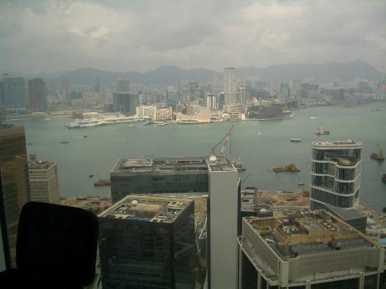 โรงแรมไอสแลนด์ แชงกรี-ล่า: Harbor View north toward Kowloon