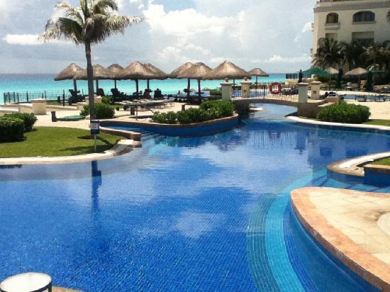เจดับบลิวมาริออทแคนคันรีสอร์ทแอนด์สปา: JW Marriott Pool