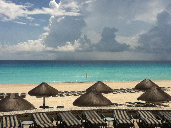 เจดับบลิวมาริออทแคนคันรีสอร์ทแอนด์สปา: Beach at JW Marriott