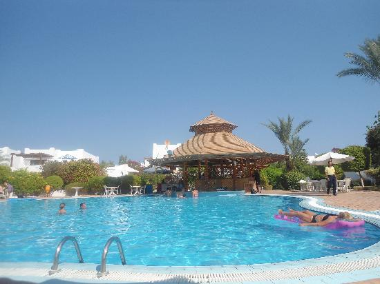 Mexicana Sharm Resort: the large pool and pool bar