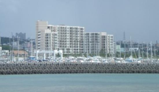 Moon Ocean Ginowan Hotel & Residence : the hotel from the quay