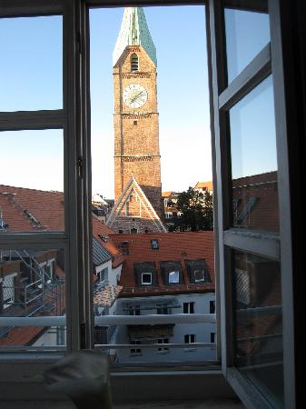 Asam Stadthotel: Morning view from our window