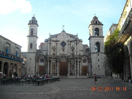 จตุรัสสาธารณะ: Catedral de La Habana