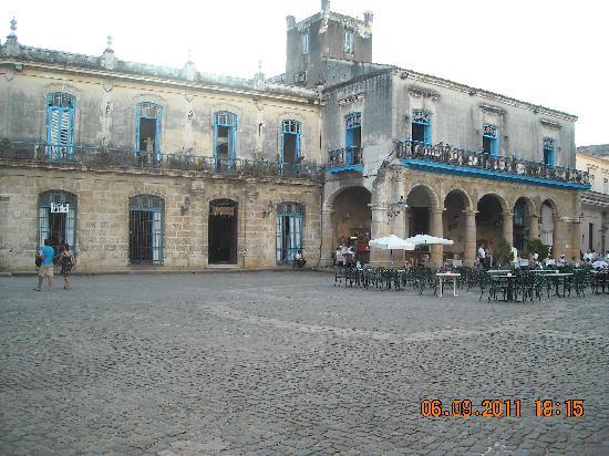 จตุรัสสาธารณะ: Plaza de la Catedral