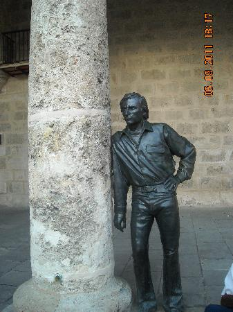 จตุรัสสาธารณะ: Plaza de la Catedral_Escultura Antonio Gades