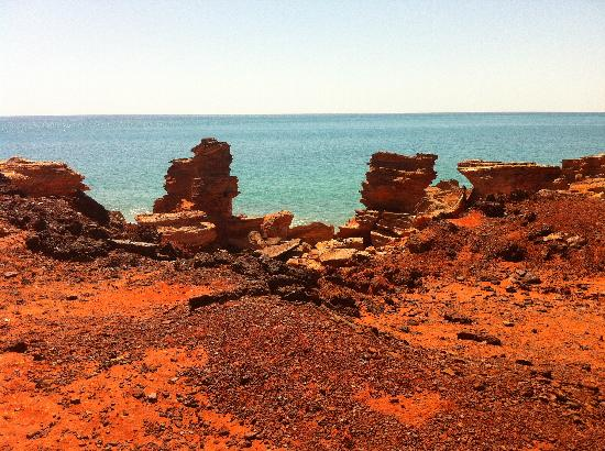 Gantheaume Point: Contrast of rocks and sea