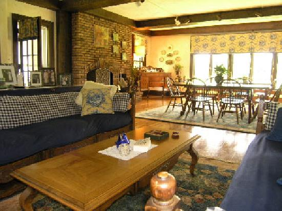 Bush Bed & Breakfast: Dining Area
