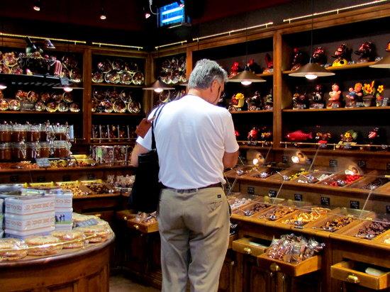Maison Georges Larnicol: Decisions, decisions!