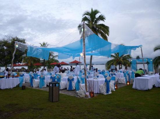 Playa Tortuga Hotel & Beach Resort: Montaje de mesas