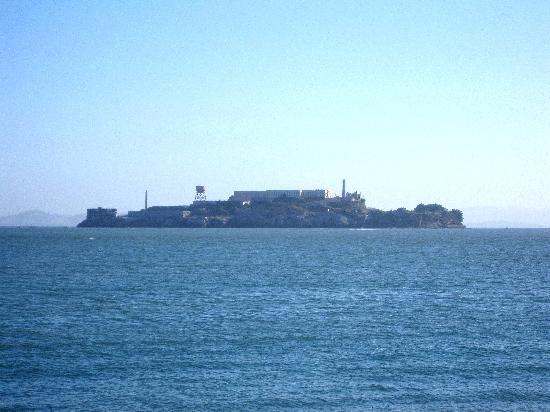 อัลคาทราซ: Alcatraz from across the bay